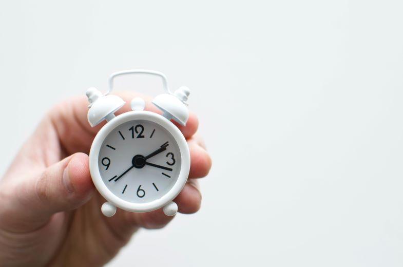 orologio per scandire le ore di luce per la marijuana